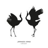 两跳舞的日本起重机的剪影在一白色backgrou的 免版税库存图片