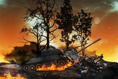 两辆坦克在被烧的森林里 免版税图库摄影