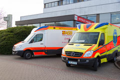 两辆德国救护车车在医院站立 免版税图库摄影