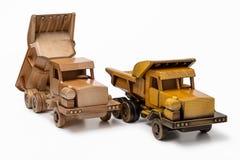 两辆汽车倾销者木玩具模型,隔绝在白色背景 免版税库存照片