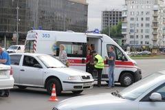 两辆汽车碰撞在胜利广场在基辅,乌克兰, 2017年7月3日 库存图片