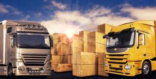 两辆现代卡车和许多载体箱子 免版税库存照片