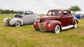 两辆福特小轿车 库存照片