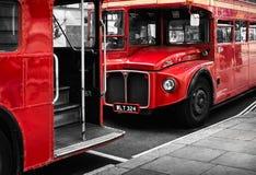 两辆红色伦敦公共汽车 库存图片