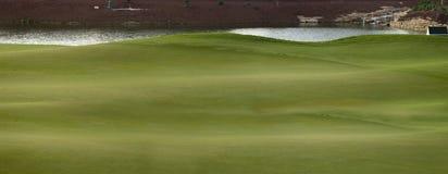 两道菜的迪拜高尔夫球零件 免版税库存图片