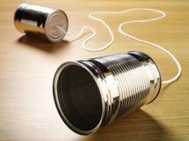 两锡罐加入与在木背景的一根绳子 库存照片