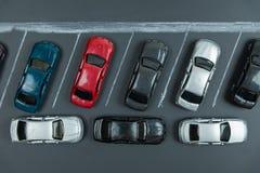 两面停放,在汽车停车处的微型汽车 库存图片
