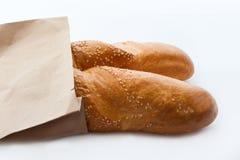 两颗新鲜的法国长方形宝石用在纸袋的芝麻 免版税库存图片