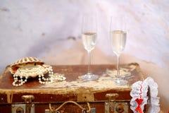 两颗香槟玻璃和珍珠 库存照片