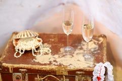 两颗香槟玻璃和珍珠 库存图片