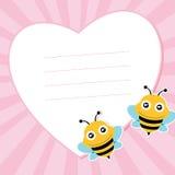 两飞行的蜂和心脏形状。 免版税图库摄影