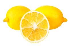 两整个和一半柠檬 库存图片