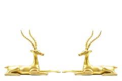 两头古色古香的在白色背景隔绝的难看的东西黄铜鹿雕塑 免版税库存照片