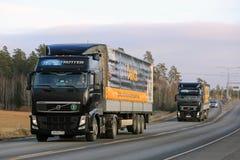 两黑富豪集团卡车拖拉MOBIL Delvac油 图库摄影