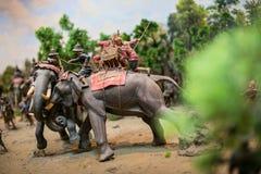 两头战斗的战争男性大象 库存照片