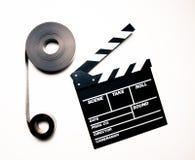 两35mm电影卷轴和clapperboard在葡萄酒上色作用 图库摄影