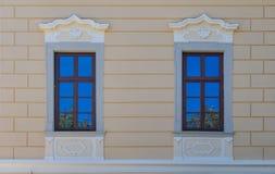 两Windows与天空反射 免版税库存照片