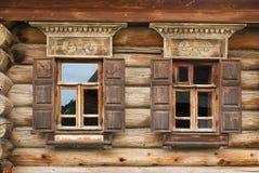 两Windows老房子在俄罗斯 免版税库存照片