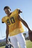 严厉的橄榄球球员 图库摄影