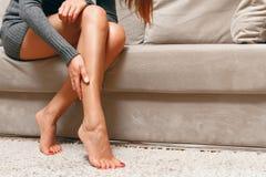 严厉腿痛概念 免版税库存图片