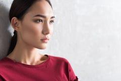 严肃的典雅的亚裔女孩妇女是表达绝望 免版税库存图片