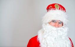 严肃的圣诞老人画象  免版税库存照片
