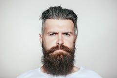 严重有胡子的人 图库摄影