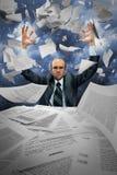 严重生意人操作的纸张 免版税库存照片