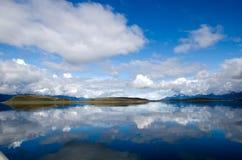 严重的在小猎犬频道的天空和反映,巴塔哥尼亚, Ar 免版税库存照片