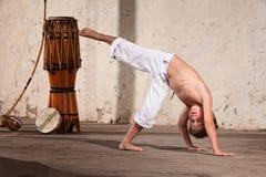 严重的新Capoeira学员 免版税库存图片