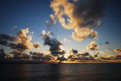 严重的海洋天空 库存图片
