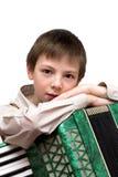 严重的男孩纵向有在空白backgro查出的手风琴的 库存图片