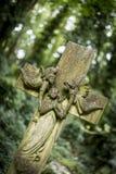 严重石头在公墓- 3 图库摄影