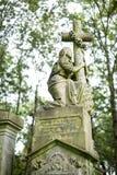严重石头在公墓- 4 免版税库存图片