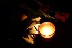 严重蜡烛和花圈 库存图片