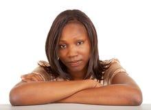 严重非洲裔美国人的美丽的夫人 免版税库存照片