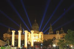 4个专栏、8光芒和宫殿 免版税库存图片