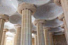 100个专栏室在Gaudi的Parc Guell的在巴塞罗那 免版税库存照片