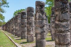 1000个专栏的小组在奇琴伊察,尤加坦,墨西哥的 库存照片