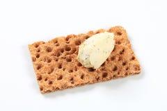 整个五谷薄脆饼干用乳脂干酪奶油甜点 免版税库存照片