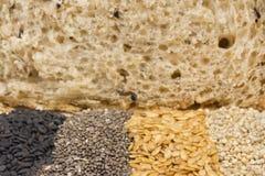 整个五谷面包关闭谷物  免版税图库摄影