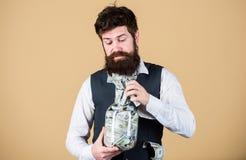 个人会计 与他的美元储款的商人 丰厚和福利 安全和金钱储款 班卓琵琶 免版税库存照片