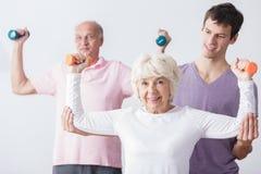 个人教练员和年长夫妇 免版税图库摄影