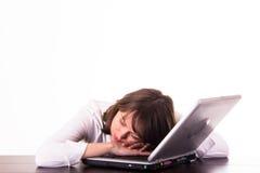 个人计算机休眠的妇女 免版税库存图片