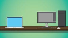 个人计算机对笔记本在书桌上和绿色背景相比 库存图片