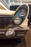 个人豪华汽车林肯大陆标记v敞篷车的片段, 1960年 免版税图库摄影