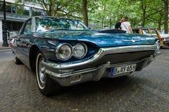 个人豪华汽车Ford Thunderbird ( 第四代)  1965年 免版税库存照片