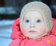 10个冬天衣裳的月大婴孩 免版税库存图片