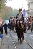 70个参加者游行,二十匹马和游行乐队的四十名成员宣布了下300 Alka 图库摄影