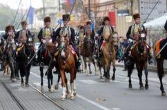 70个参加者游行,二十匹马和游行乐队的四十名成员宣布了下300 Alka 免版税库存照片